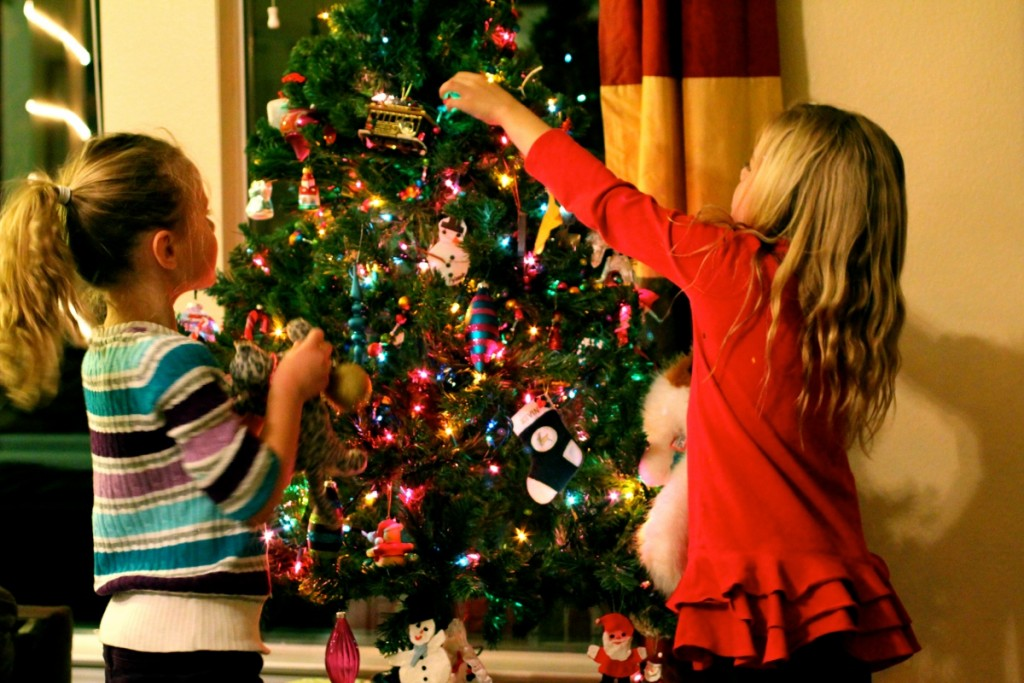Christmas-Tree-Decorating-ideas-For-Kids-10-1024x683-719fc5.jpg