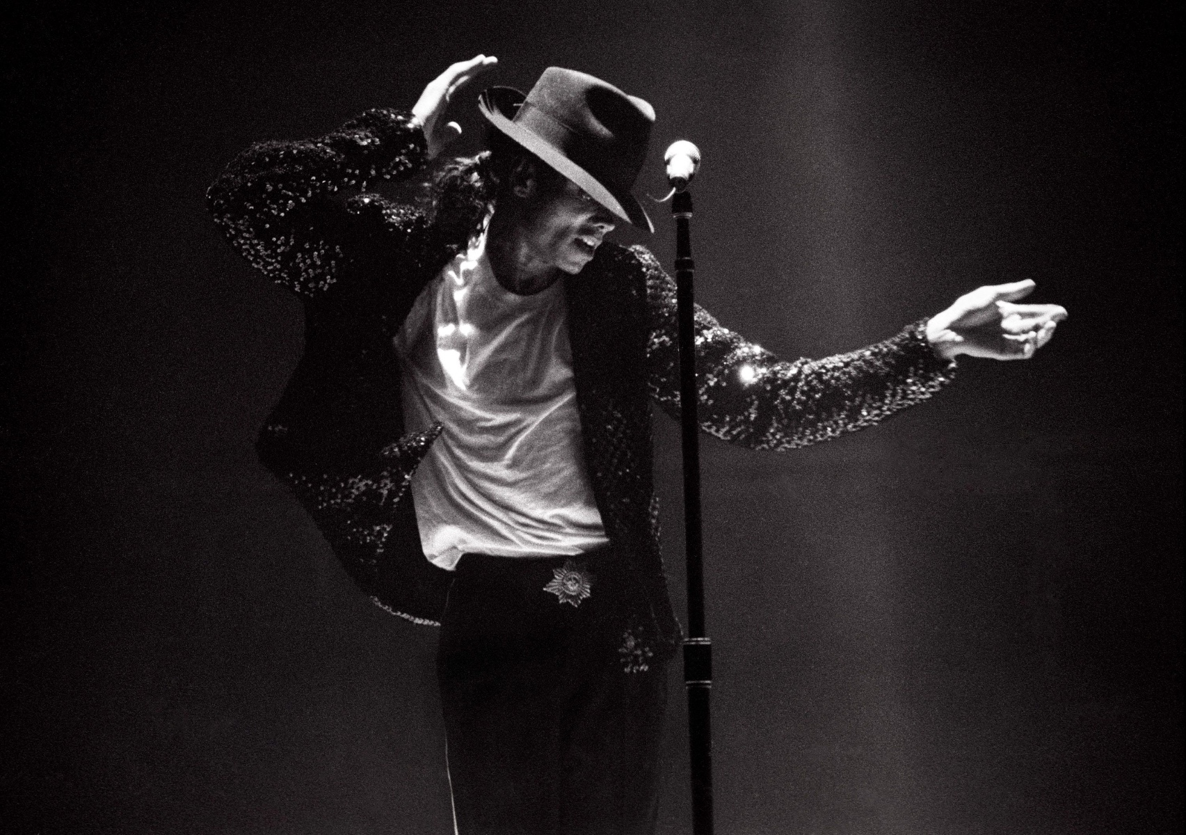 michael-jackson-file-photos-by-kevin-mazur-88688332-578669095f9b5831b5f03220-af064b.jpg