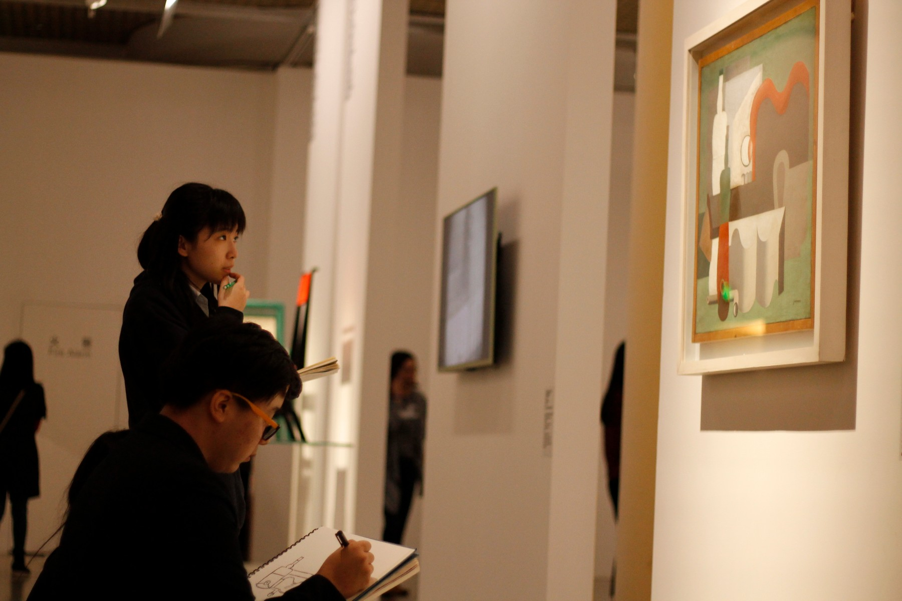 Brief-1--Students-sketching-in-the-museum-8a34a8.jpg