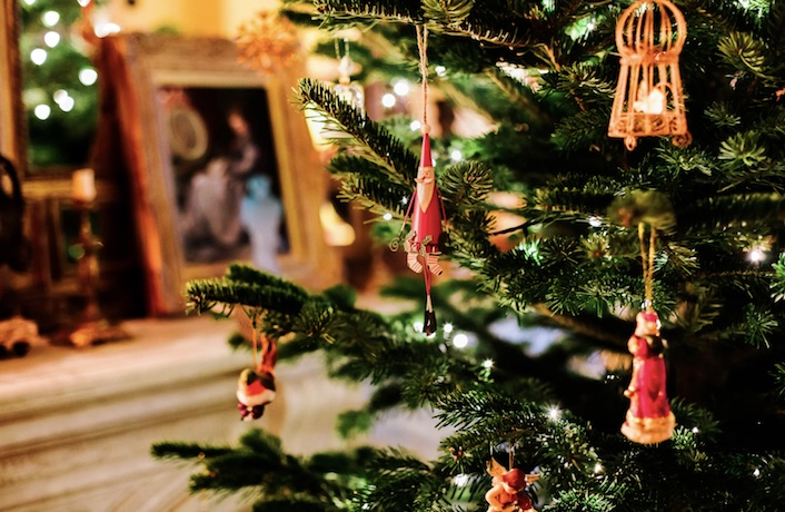 The festive season has arrived in Shanghai with Christmas markets and fairs popping up around town, so now it's time to get your home into the holiday ...