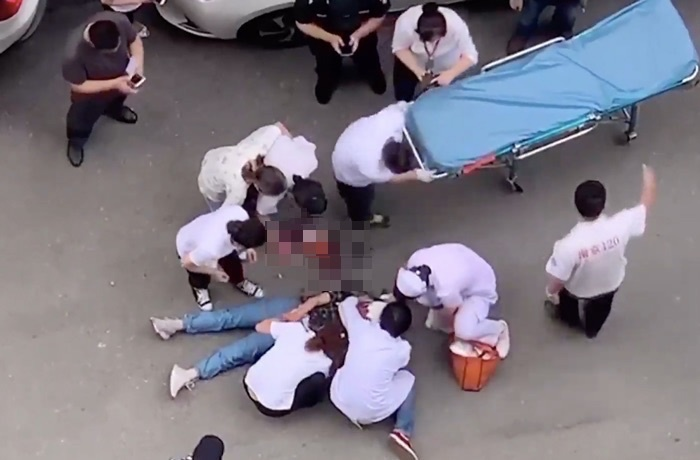 Young Girl Severely Injured by Falling Object in Nanjing